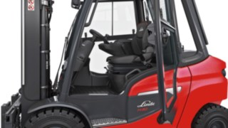 Outside view of the operator's compartment of a Linde forklift truck