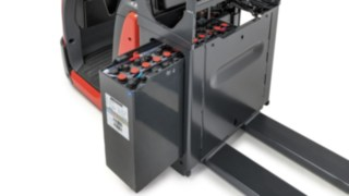 Lateral battery change for the N20 order pickers from Linde Material Handling