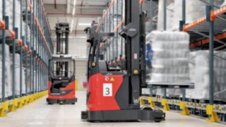 The automated reach truck from Linde storing a pallet