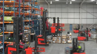 Forklifts are networked and communicate with one another via the connect: fleet management system