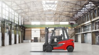 The Linde H20–H35 diesel forklift truck in a warehouse