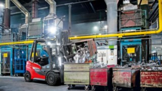 H20–H35 gas forklift truck unloading with plenty of light