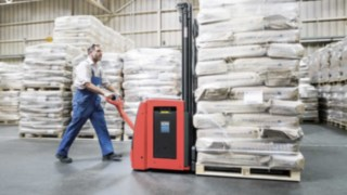 Linde pallet stacker with Li-ION technology