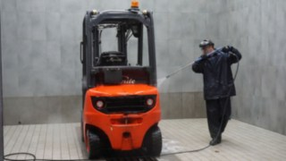 cleaning process of a used truck
