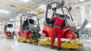 Production of forklift trucks at Linde China