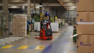 Automated Linde forklift truck loading