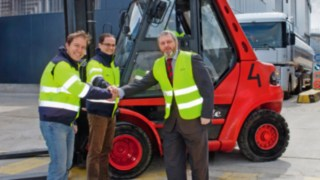 Over 100,000 industrial trucks from Linde Material Handling in 2015