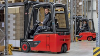 Linde electric counterbalanced trucks with lithium-ion battery