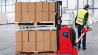 The Linde T16L ION pallet truck with ergonomic hub and the Linde D08 ION double stacker