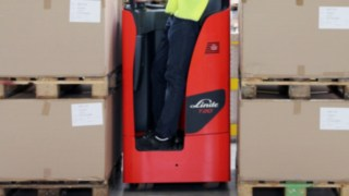 stand-on pallet trucks Linde T14 S, T20 S/SF and T25 S/SF