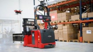 At the LogiMAT trade fair 2017 in Stuttgart, manufacturer and solution provider Linde Material Handling presents the prototype of a stocktaking drone.