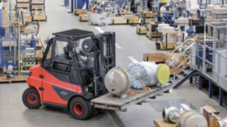 Linde brand electric trucks in the load capacity range from six to eight tons now also available with lithium-ion batteries