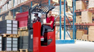 The new driver's seat pallet trucks in the load capacity range from 1.2 to 2.5 tons