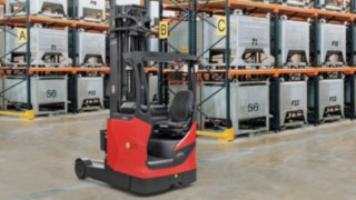 Reach trucks in the load capacity range from 1.4 to 2.5 tons