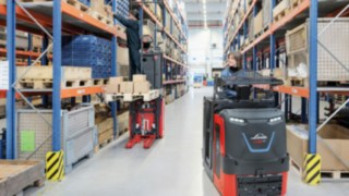 New man-up order picker V08 from Linde Material Handling