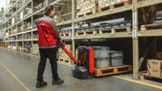 Compact pallet truck from Linde Material Handling