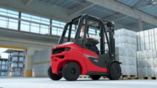 Linde H20–H35 diesel forklift truck transporting full pallets
