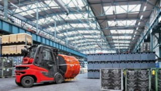 A new standard of forklift truck: The Linde H20–H35 diesel forklift truck in use in the warehouse